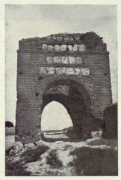 093_TRA-1924-203-Illescas, la puerta de Ugena-Foto Aguilar