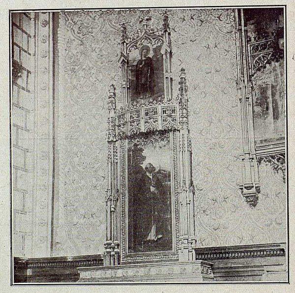 101_TRA-1921-171-Catedral, uno de los altares laterales de la Capilla Mozárabe-Foto Bermejo