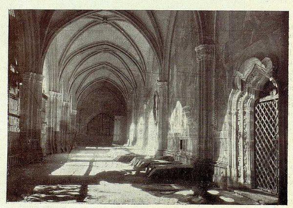 116_TRA-1928-253-Catedral, claustro convertido en almacén-Foto Rodríguez