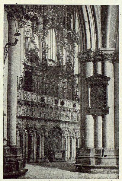 121_TRA-1923-196-Catedral, exterior del Coro-Foto Clavería
