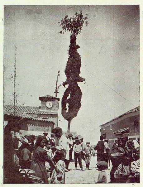122_TRA-1923-195-Noez, Cruz de Mayo