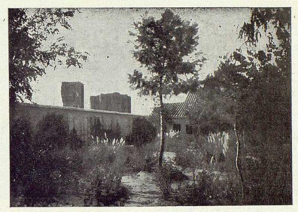 129_TRA-1922-189-Casa de Polán de Luis Hernando, detalle del jardín-Foto Rodríguez