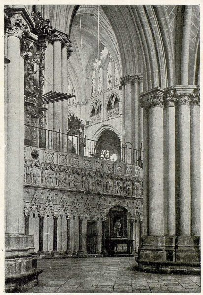 132_TRA-1930-279-Catedral, exterior del Coro-Foto Clavería