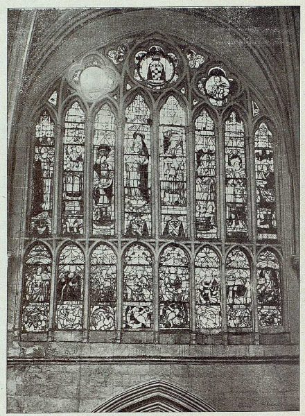 134_TRA-1921-175-Catedral, una vidriera-Foto Comendador