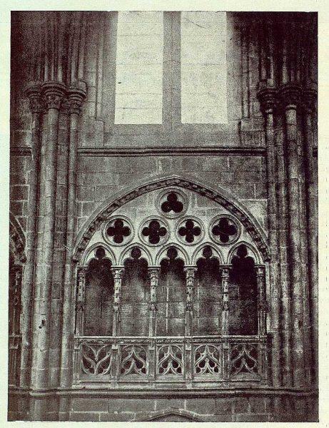 137_TRA-1922-180-Triforio y ventanal