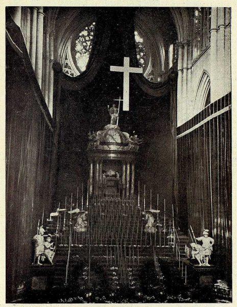 145_TRA-1928-254-Catedral, el Monumento instalado-Foto Rodríguez