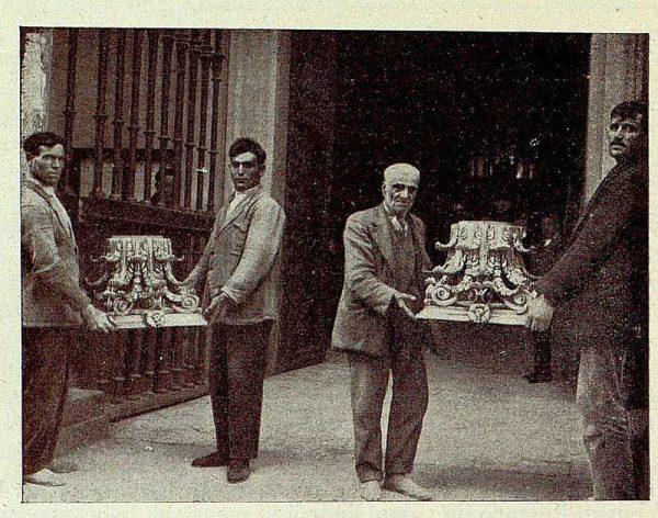 146_TRA-1928-254-Catedral, Monumento, capiteles de madera-Foto Rodríguez