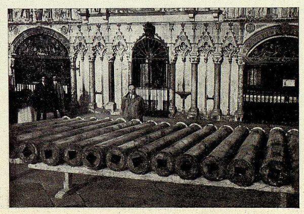 147_TRA-1928-254-Catedral, Monumento, columnas del tabernáculo-Foto Rodríguez