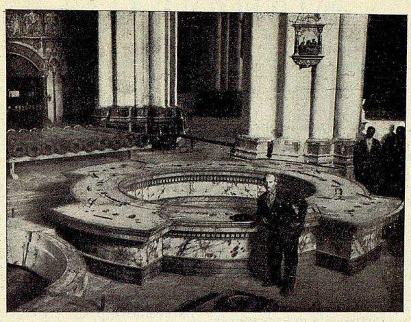 148_TRA-1928-254-Catedral, Monumento, cornisamiento del tabernáculo-Foto Rodríguez