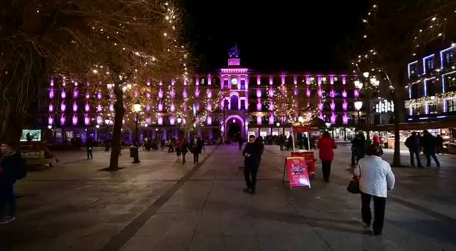 http://www.toledo.es/wp-content/uploads/2019/09/1513790556_526253_17695700_fotograma_2.jpg. LUZ TOLEDO 2019: Proyección en la Plaza de Zocodover