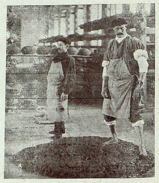 153_TRA-1920-149-Cerámica de Talavera Ruiz de Luna, pisando el barro