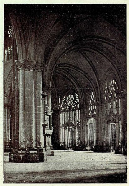 157_TRA-1927-239-Catedral, detalle de las naves-Foto Clavería
