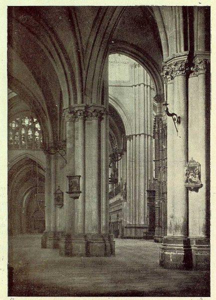 161_TRA-1930-277-Catedral, naves-Foto Clavería