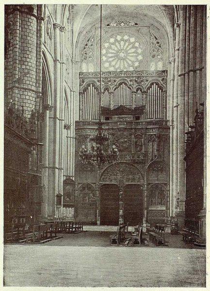 167_TRA-1926-228-Catedral, interior de la Puerta de los Leones-Foto Clavería