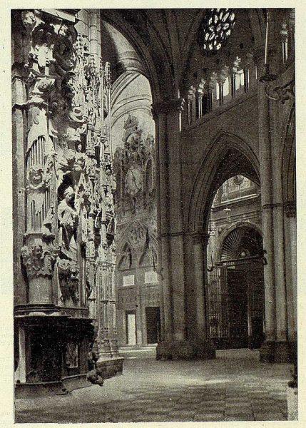 169_TRA-1927-246-Catedral, interior de la Puerta del Reloj