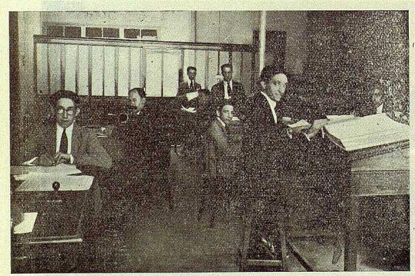 174_TRA-1923-197-Banco Central, sucursal de Talavera, interior de las oficinas
