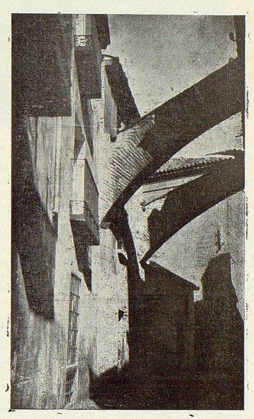 175_TRA-1923-197-Calle y Arcos de Santiago