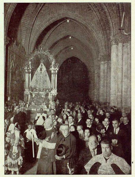 201_TRA-1925-222-Catedral, la Virgen en procesión-Foto Rodríguez