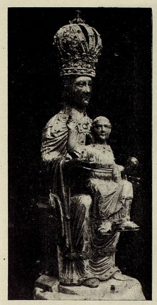 202_TRA-1928-258-Catedral, la Patrona sin las vestiduras-Foto Rodríguez