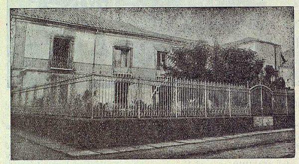 209_TRA-1923-197-El Centro de Amigos, sociedad recreativa, fachada y jardín de entrada