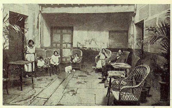 216_TRA-1923-197-Fonda Española, patio