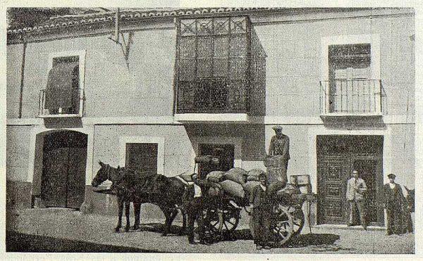 220_TRA-1923-197-González y Morales, fachada de los almacenes