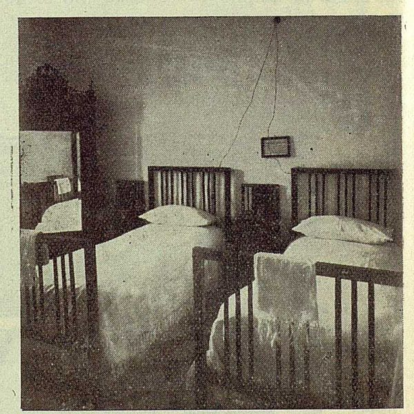 223_TRA-1923-197-Hotel Europa, una de las habitaciones