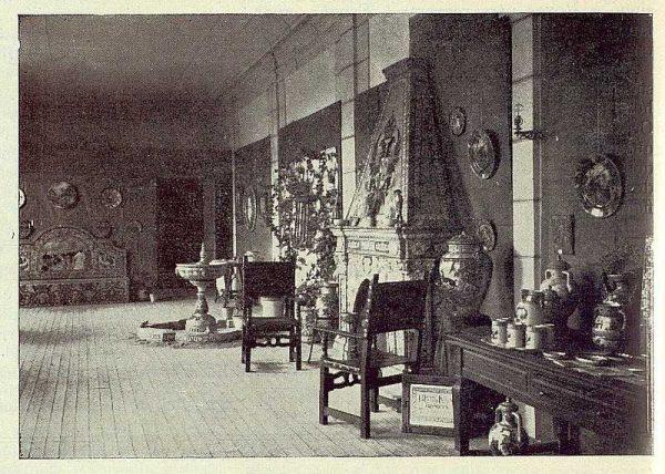 250_TRA-1923-198-Exposición de cerámica Ruiz de Luna, aspecto de la exposición