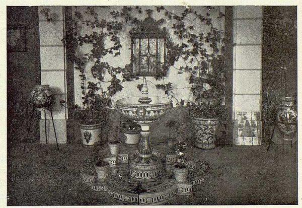 254_TRA-1923-198-Exposición de cerámica Ruiz de Luna, fuente