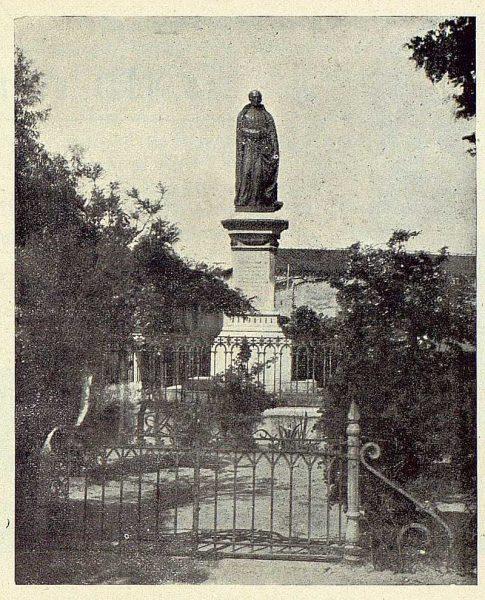 257_TRA-1924-207-Talavera, estatua del Padre Mariana-Foto Ruiz de Luna