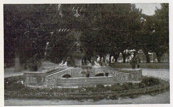283_TRA-1930-275-Talavera, paseo del Prado, fuente-Foto Rodríguez