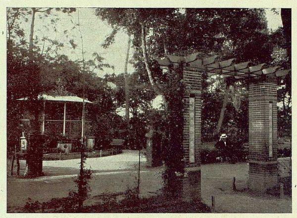 284_TRA-1930-275-Talavera, paseo del Prado, jaula para canarios-Foto Rodríguez