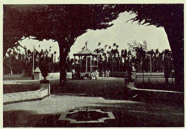 285_TRA-1930-275-Talavera, paseo del Prado, jaula para monos-Foto Rodríguez