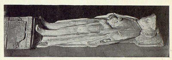 303_TRA-1922-187-Convento de Concepcionistas en Torrijos, estatua yacente de Gutierre de Cárdenas-Foto Vegue