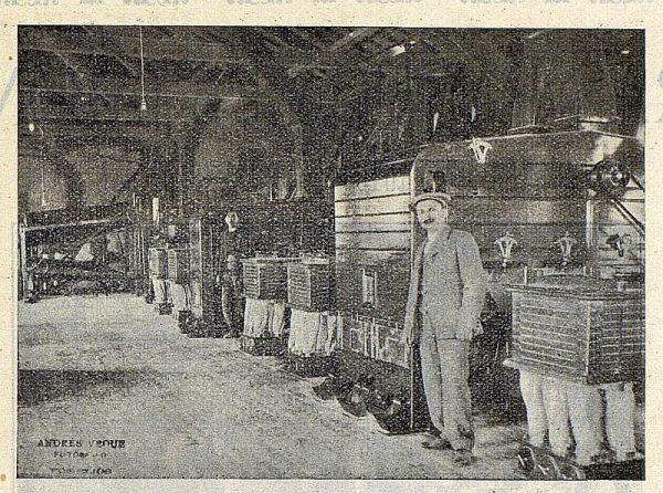 310_TRA-1922-187-Electra, fábrica de Torrijos, sala de planchisters y saxores-Foto Vegue