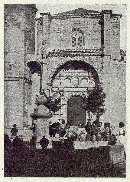 312_TRA-1922-187-Fuente de la plaza de la Colegiata de Torrijos-Foto Vegue