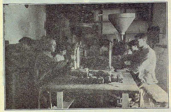 317_TRA-1922-187-Hijo de B. Escobar, taller de empaquetado