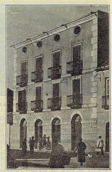 324_TRA-1922-187-Sobrino de Juan de Arce, empresario de Torrijos, fachada de la casa