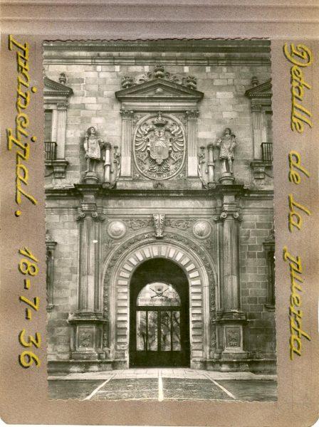 Año 1936-07-18 - Detalle de la Puerta Principal