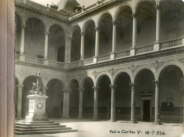 Año 1936-07-18 - Patio de Carlos V