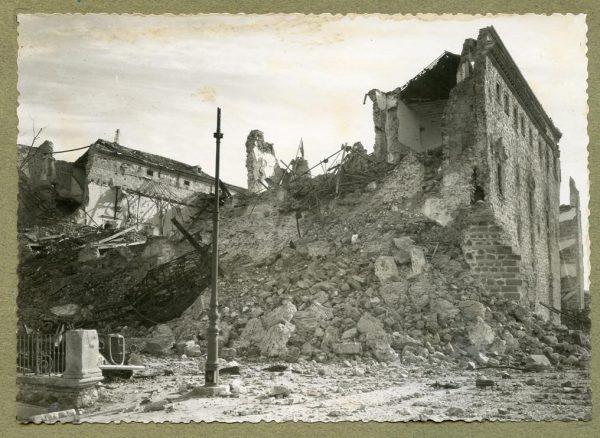 Año 1943-04-06 - 1944-08-06 - Desescombro Fachada Norte_1