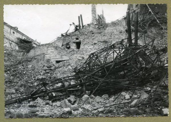 Año 1943-04-06 - 1944-08-06 - Desescombro Fachada Norte_2
