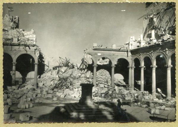 Año 1943-04-06 - Desescombro Patio de Carlos V_2