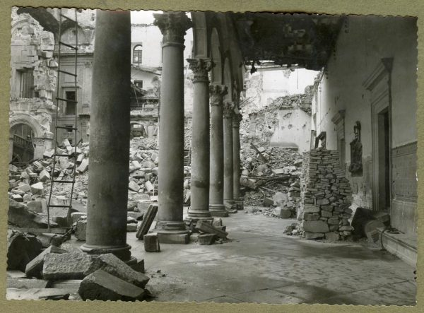 Año 1943-04-06 - Desescombro Patio de Carlos V_4