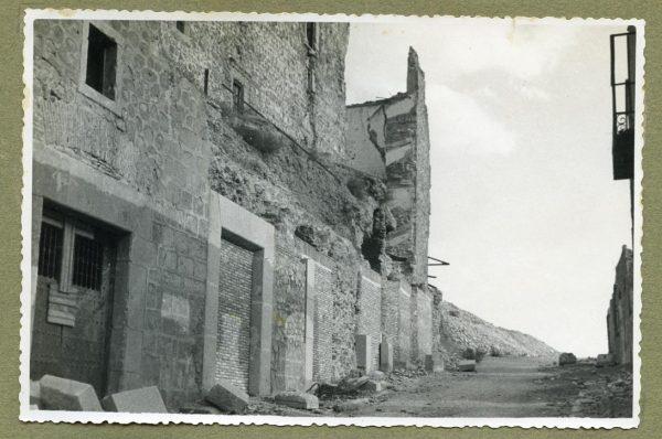 Año 1944-08-06 - 1945-07-28 - Desescombro y derribo Fachada Oeste_1
