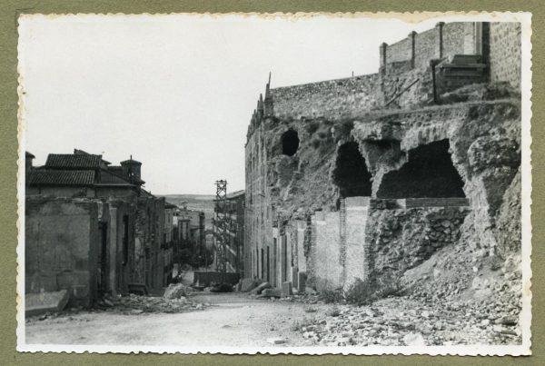 Año 1944-08-06 - 1945-07-28 - Desescombro y derribo Fachada Oeste_2