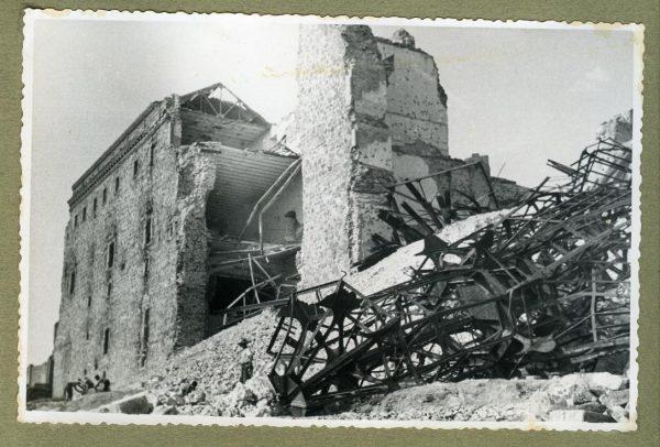 Año 1944-08-06 - 1945-07-28 - Desescombro y derribo Fachada Oeste_3