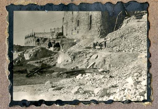 Año 1944-08-06 - 1945-07-28 - Desescombro y derribo Fachada Oeste_5
