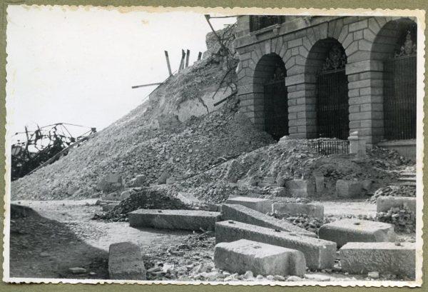 Año 1944-08-06 - Desescombro de la Fachada de Capuchinos_2