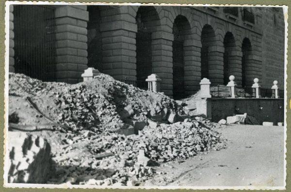 Año 1944-08-06 - Desescombro de la Fachada de Capuchinos_3